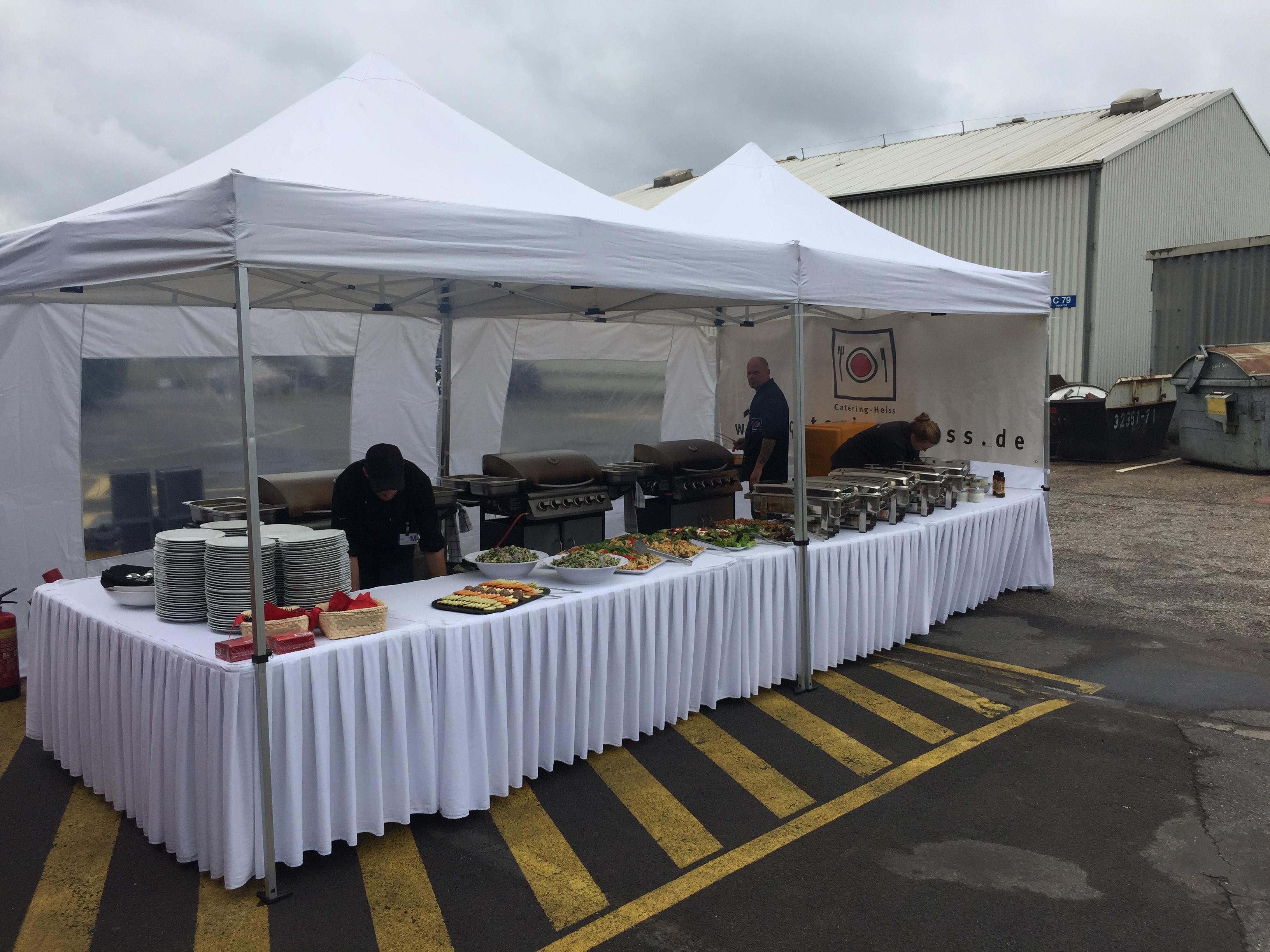 Barbecue zur Firmenfeier, 300 Personen